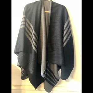 🎊 NWOT BB DAKOTA BLK PONCHO!
